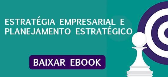 Imagem para efetuar download do ebook de estratégia empresarial, com um alvo e uma peça de xadrez